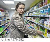 Купить «Косметический отдел магазина», фото № 576382, снято 21 ноября 2008 г. (c) Олеся Сарычева / Фотобанк Лори
