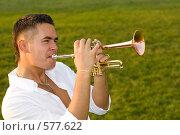 Музыкант играет на трубе с удовольствием. Стоковое фото, фотограф Елена Куколева / Фотобанк Лори