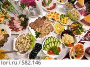 Купить «Сервировка стола на банкете», фото № 582146, снято 22 ноября 2008 г. (c) Федор Королевский / Фотобанк Лори