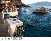 Рыбный ресторан на берегу Эгейского моря (2007 год). Редакционное фото, фотограф Кирилл Дорофеев / Фотобанк Лори
