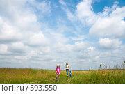 Купить «Семья на лугу», фото № 593550, снято 14 июня 2008 г. (c) Юрий Брыкайло / Фотобанк Лори