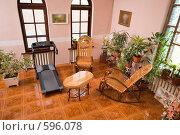 Купить «Интерьер гостиной в коттедже», фото № 596078, снято 30 ноября 2008 г. (c) Федор Королевский / Фотобанк Лори