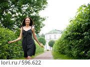 Купить «Девушка в парке Кусково. Москва», фото № 596622, снято 11 июля 2008 г. (c) Фурсов Алексей / Фотобанк Лори