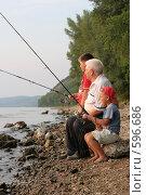 Купить «Дедушка с внуками на рыбалке», фото № 596686, снято 24 августа 2007 г. (c) Vdovina Elena / Фотобанк Лори