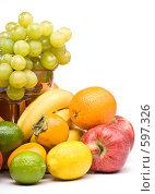 Купить «Натюрморт из свежих фруктов на белом фоне», фото № 597326, снято 26 октября 2008 г. (c) Мельников Дмитрий / Фотобанк Лори