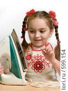 Девочка учится гладить. Стоковое фото, фотограф Виталий Меркулов / Фотобанк Лори