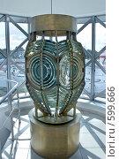 Купить «Огромная лампа старого маяка», фото № 599666, снято 15 сентября 2008 г. (c) Parmenov Pavel / Фотобанк Лори