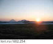 Купить «Камчатка, восход среди вулканов», фото № 602254, снято 20 июля 2007 г. (c) Легкобыт Николай / Фотобанк Лори