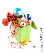 Купить «Подарочный пакет с подарками к новому году», фото № 603374, снято 5 декабря 2008 г. (c) Ольга Красавина / Фотобанк Лори