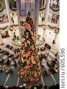 Новогоднее оформление интерьера торгового комплекса, вид сверху (2008 год). Редакционное фото, фотограф Галина Лукьяненко / Фотобанк Лори