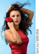 Купить «Девушка с розой», фото № 609054, снято 8 декабря 2007 г. (c) Валентин Мосичев / Фотобанк Лори