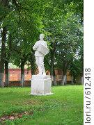 Купить «Волоколамск.Скульптура гармониста.», фото № 612418, снято 2 августа 2008 г. (c) АЛЕКСАНДР МИХЕИЧЕВ / Фотобанк Лори