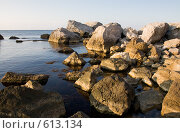 Купить «Камни в море у берега при утреннем свете», эксклюзивное фото № 613134, снято 12 октября 2008 г. (c) Алексей Бок / Фотобанк Лори