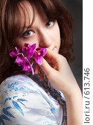 Купить «Девушка с орхидеей», фото № 613746, снято 23 мая 2018 г. (c) Ольга С. / Фотобанк Лори