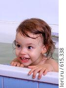 Купить «Маленькая девочка в ванной», фото № 615338, снято 13 декабря 2008 г. (c) Юлия Машкова / Фотобанк Лори