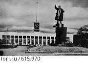 Купить «Ленинград, Площадь Ленина, Финляндский вокзал (фото 70-х годов)», фото № 615970, снято 14 декабря 2008 г. (c) Мария Кирюхина / Фотобанк Лори