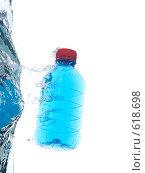 Купить «Бутылка с питьевой водой на белом фоне», фото № 618698, снято 9 июля 2008 г. (c) Мельников Дмитрий / Фотобанк Лори