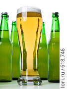 Купить «Бутылки  со свежим  пивом и бокал на белом фоне», фото № 618746, снято 6 декабря 2008 г. (c) Мельников Дмитрий / Фотобанк Лори