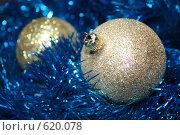 Купить «Новогодние блестящие шарики и мишура», фото № 620078, снято 22 октября 2008 г. (c) Анна Завьялова / Фотобанк Лори
