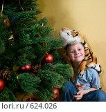 Купить «Мальчик в тигровой шкуре под елкой», фото № 624026, снято 14 декабря 2008 г. (c) Куликова Татьяна / Фотобанк Лори