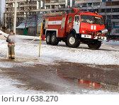 Пожарные детям. Мирная работа. Стоковое фото, фотограф Фёдоров Евгений / Фотобанк Лори