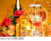 Купить «Коробки в красивой подарочной упаковке и два бокала шампанского на зеркале», фото № 646086, снято 27 сентября 2008 г. (c) Мельников Дмитрий / Фотобанк Лори