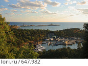 Купить «Змеиное озеро и остров Утриш», фото № 647982, снято 31 августа 2008 г. (c) Дмитрий Натарин / Фотобанк Лори