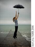 Купить «Летящая девушка», фото № 649394, снято 2 января 2009 г. (c) Виктор Застольский / Фотобанк Лори