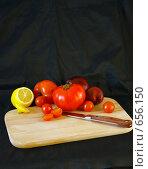 Овощи и лимон на разделочной доске. Стоковое фото, фотограф Ольга Долотина / Фотобанк Лори