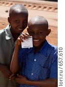 Купить «Африканские дети подерживают Барака Обаму. Танзания.», фото № 657610, снято 4 января 2009 г. (c) Алексей Зарубин / Фотобанк Лори