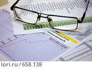 Купить «Очки лежат на документах», фото № 658138, снято 15 января 2009 г. (c) Владимир Сергеев / Фотобанк Лори