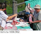 Купить «Продажа сувениров», фото № 658902, снято 19 августа 2007 г. (c) Ярослава Синицына / Фотобанк Лори