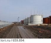Строительство нефтеперерабатывающего завода. Стоковое фото, фотограф Ольга Хлудова / Фотобанк Лори