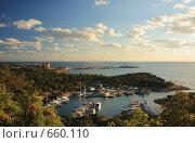 Купить «Змеиное озеро и остров Утриш», фото № 660110, снято 31 августа 2008 г. (c) Дмитрий Натарин / Фотобанк Лори