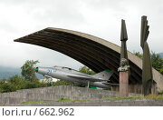 Купить «Бюст А.И. Микояна и самолет МиГ-21 в селе Санаин, Армения», фото № 662962, снято 23 сентября 2007 г. (c) Марианна Меликсетян / Фотобанк Лори