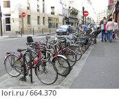 Купить «Велосипедная парковка, Париж, Франция», фото № 664370, снято 4 сентября 2007 г. (c) Татьяна Баранова / Фотобанк Лори