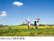 Купить «Радостные девочки прыгают в цветущем поле», фото № 664606, снято 9 мая 2008 г. (c) Ирина Игумнова / Фотобанк Лори