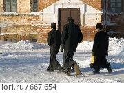 Монахи спешат по делам. Стоковое фото, фотограф Александр Лядов / Фотобанк Лори