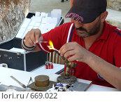 Производство маленьких стеклянных игрушек (2008 год). Редакционное фото, фотограф Алексей Стоянов / Фотобанк Лори