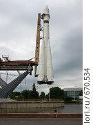 Купить «Ракета и девушка», фото № 670534, снято 11 июля 2008 г. (c) Шахов Андрей / Фотобанк Лори