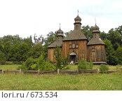 Купить «Деревянная церковь, музей в Пирогово», фото № 673534, снято 24 августа 2005 г. (c) Татьяна Баранова / Фотобанк Лори