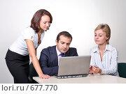 Купить «Коллеги: молодые бизнесмены в офисе», фото № 677770, снято 21 июля 2007 г. (c) Владимир Мельник / Фотобанк Лори