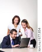 Купить «Коллеги: молодые бизнесмены в офисе», фото № 677854, снято 21 июля 2007 г. (c) Владимир Мельник / Фотобанк Лори