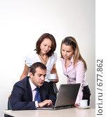 Купить «Коллеги: молодые бизнесмены в офисе», фото № 677862, снято 21 июля 2007 г. (c) Владимир Мельник / Фотобанк Лори
