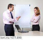 Купить «Коллеги: молодые бизнесмены в офисе готовят презентацию», фото № 677890, снято 21 июля 2007 г. (c) Владимир Мельник / Фотобанк Лори