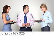 Купить «Молодые бизнесмены в офисе», фото № 677926, снято 21 июля 2007 г. (c) Владимир Мельник / Фотобанк Лори