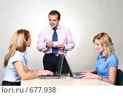 Купить «Молодые бизнесмены в офисе», фото № 677938, снято 21 июля 2007 г. (c) Владимир Мельник / Фотобанк Лори