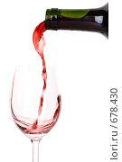 Купить «Красное вино, наливаемое из бутылки в бокал, на белом фоне (фокус на горлышке бутылки)», фото № 678430, снято 28 декабря 2008 г. (c) Мельников Дмитрий / Фотобанк Лори