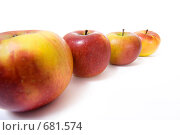 Купить «Ряд из четырех яблок», фото № 681574, снято 31 января 2009 г. (c) Андрей Рыбачук / Фотобанк Лори