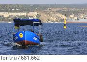 Купить «Прогулочный катер в бухте Севастополя», эксклюзивное фото № 681662, снято 16 сентября 2008 г. (c) Дмитрий Неумоин / Фотобанк Лори